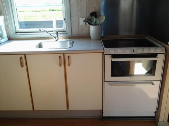 Køkken - Komfur m/opvaskemask.